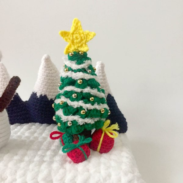 crochet christmas tree with decorations and presents