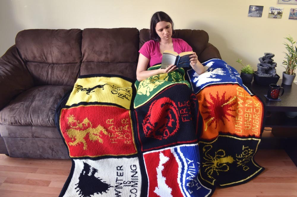 game-of-thrones-crochet-blanket-couch